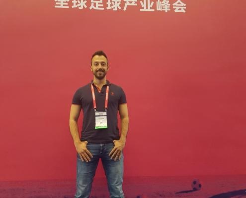 Георги Захариев по време на футболно изложение в Китай